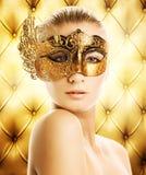 Vrouw in Carnaval masker Stock Fotografie