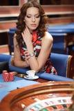 Vrouw in casino royalty-vrije stock afbeeldingen