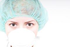 Vrouw in chemielaboratorium. Stock Afbeelding