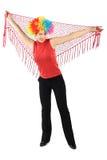 Vrouw in clownpruik die en rode sjaal bevindt zich houdt Stock Foto's