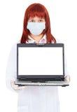 Vrouw - de arts toont het computerscherm Stock Afbeeldingen