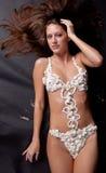 Vrouw in de Bikini van de Slagroom Stock Foto's