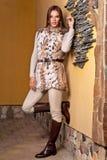 Vrouw in de bontjas van de Luxelynx Royalty-vrije Stock Afbeeldingen