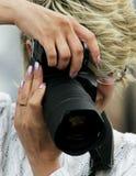 Vrouw de fotograaf royalty-vrije stock fotografie