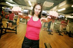 Vrouw in de gymnastiek Stock Afbeelding