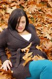 Vrouw in de herfst Stock Afbeelding