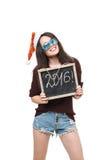 Vrouw in de holdingskaart van de Kerstmanhoed met rood woord van Royalty-vrije Stock Fotografie