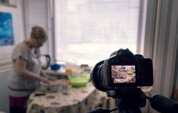 Vrouw in de keuken Royalty-vrije Stock Foto's
