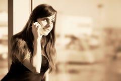 Vrouw in de luchthaven Stock Foto