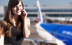 Vrouw in de luchthaven Royalty-vrije Stock Afbeeldingen