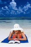 Vrouw in de Maldiven Stock Afbeeldingen