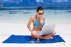 Vrouw in de Maldiven Stock Afbeelding