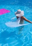 Vrouw in de Pool Royalty-vrije Stock Afbeeldingen