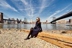 Vrouw de Stad in van Brooklyn, New York Royalty-vrije Stock Fotografie