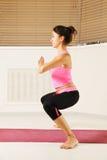 Vrouw de status in yoga stelt sideview Royalty-vrije Stock Afbeeldingen