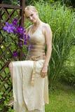 Vrouw in de tuin Royalty-vrije Stock Foto