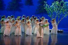 Vrouw de wever-eerste handeling: de van de het drama` Zijde van de moerbeiboom tuin-epische dans Prinses ` stock afbeelding