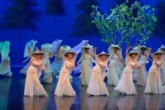 Vrouw de wever-eerste handeling: de van de het drama` Zijde van de moerbeiboom tuin-epische dans Prinses ` royalty-vrije stock afbeeldingen