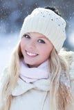 Vrouw in de winter Stock Afbeeldingen