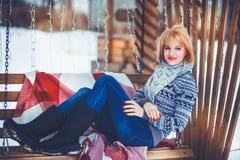 Vrouw in de Winter Stock Afbeelding