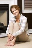 Vrouw in de woonkamer Royalty-vrije Stock Fotografie