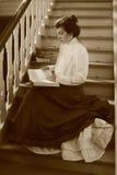 Vrouw in de zitkamer Royalty-vrije Stock Afbeelding