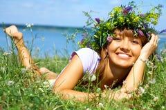 Vrouw in de zomer stock afbeelding