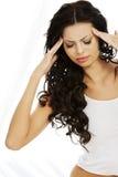 Vrouw die aan een hoofdpijn lijdt Stock Foto
