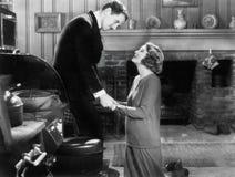 Vrouw die aan een man knielen (Alle afgeschilderde personen leven niet langer en geen landgoed bestaat Leveranciersgaranties dat  royalty-vrije stock fotografie