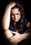 Vrouw die aan een sterke depressie lijdt Royalty-vrije Stock Foto
