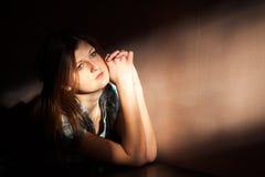 Vrouw die aan een strenge depressie lijden Stock Afbeeldingen