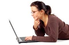 Vrouw die aan laptop #14 werkt Royalty-vrije Stock Afbeelding