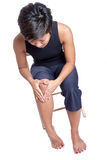 vrouw die aan pijn in de knie lijdt Stock Foto's