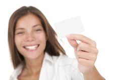 Vrouw die adreskaartje toont Stock Afbeeldingen