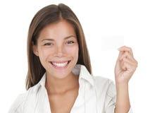 Vrouw die adreskaartje toont Royalty-vrije Stock Fotografie
