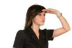 Vrouw die afstand onderzoekt Royalty-vrije Stock Foto's