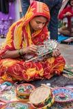 Vrouw die ambachten creëren Royalty-vrije Stock Afbeeldingen