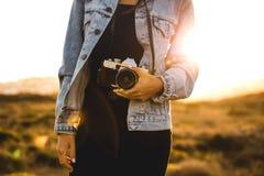 Vrouw die Beeld in openlucht neemt Stock Foto