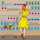 Vrouw die bij de Supermarkt met Kar winkelen Pop-artillustratie stock illustratie
