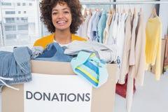 Vrouw die bij liefdadigheid deelnemen Stock Fotografie