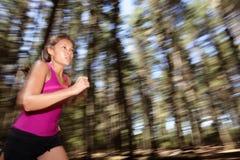 Vrouw die bij snelheid loopt Stock Foto