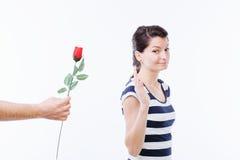 Vrouw die bloem weigeren Royalty-vrije Stock Afbeelding