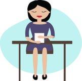 Vrouw die in bureau werken Royalty-vrije Stock Afbeelding