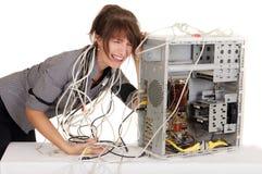 Vrouw die in computertechnologie wordt verloren Stock Foto's
