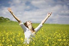 Vrouw die dankbaar is Stock Foto's