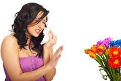 Vrouw die de allergie van de lentebloemen heeft Stock Foto's