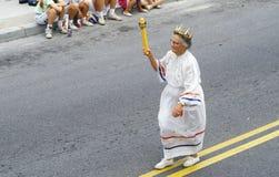 Vrouw die in 4 de Parade van Juli, Rotszaal, Maryland marcheren Royalty-vrije Stock Fotografie