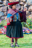 Vrouw die de Peruviaanse Andes Cuzco Peru weven Royalty-vrije Stock Foto