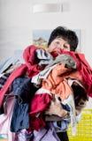 Vrouw die de wasserij doen Royalty-vrije Stock Fotografie