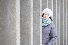 Vrouw die de winterkleren dragen Royalty-vrije Stock Foto